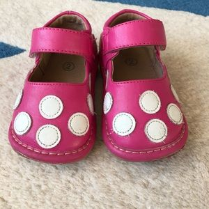 4bee8793d2 Other - Squeaky pink toddler shoes